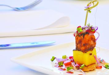 Foto Receta Compacto de mango Trops con Salmón Caramelizado y Fresa Aliñada